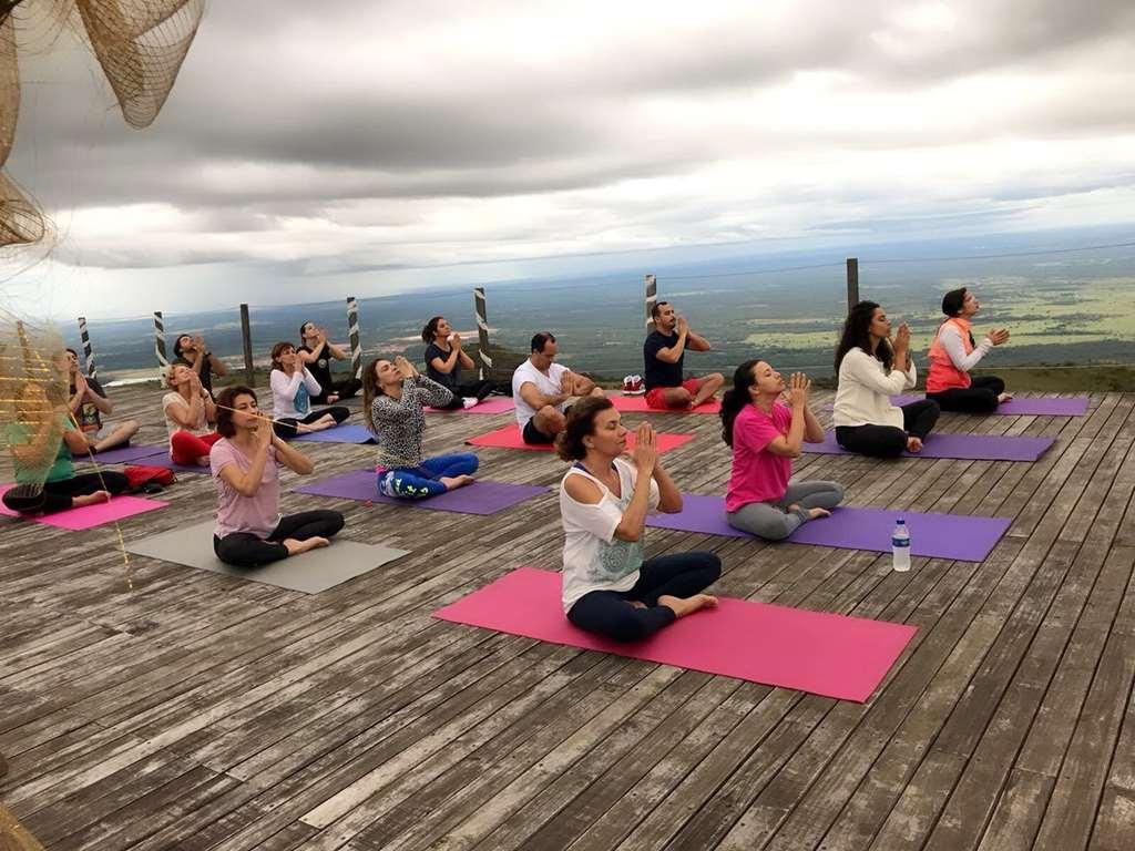 BOMBINHAS - Mariscal recebe atividade de Yoga e Limpeza de Praia - Foto: Luccas Vallent