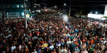 BOMBINHAS - Público lota principais avenidas no Carnaval de Bombinhas - Foto: Maycon Rodrigues