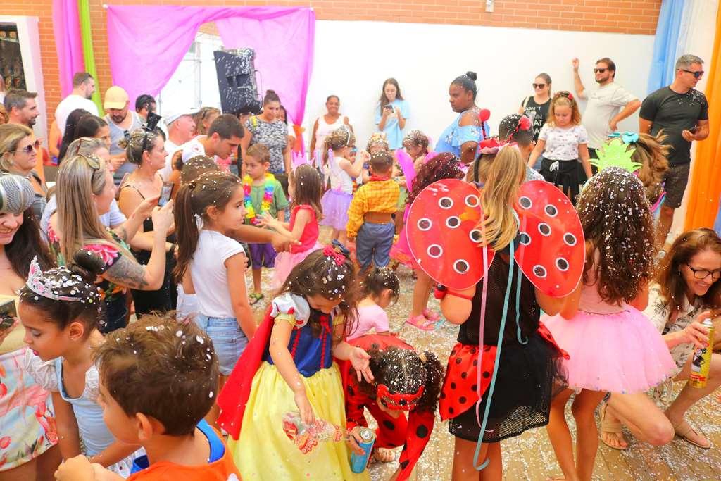 Carnaval Infantil reúne muitas famílias em Itapema