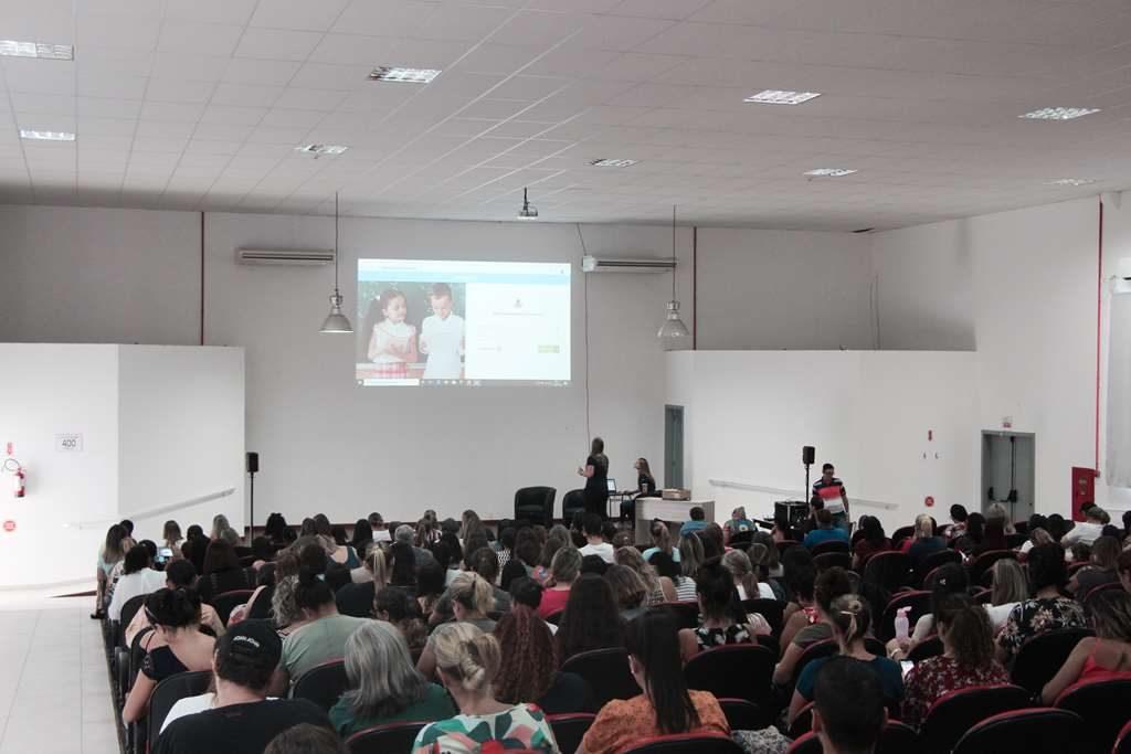 PORTO BELO – Porto Belo realiza capacitação para Implantação de Sistema Educacional