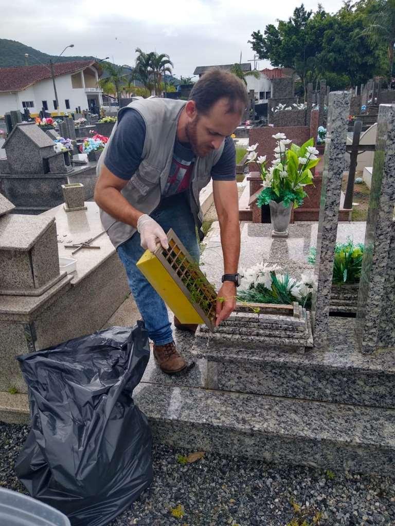 Saúde reforça ações de prevenção contra a dengue no cemitério