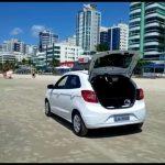 Força-tarefa orienta pessoas a saírem das praias em Itapema