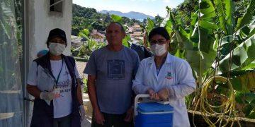 PORTO BELO - Porto Belo continua indo às casas vacinar idosos contra a gripe