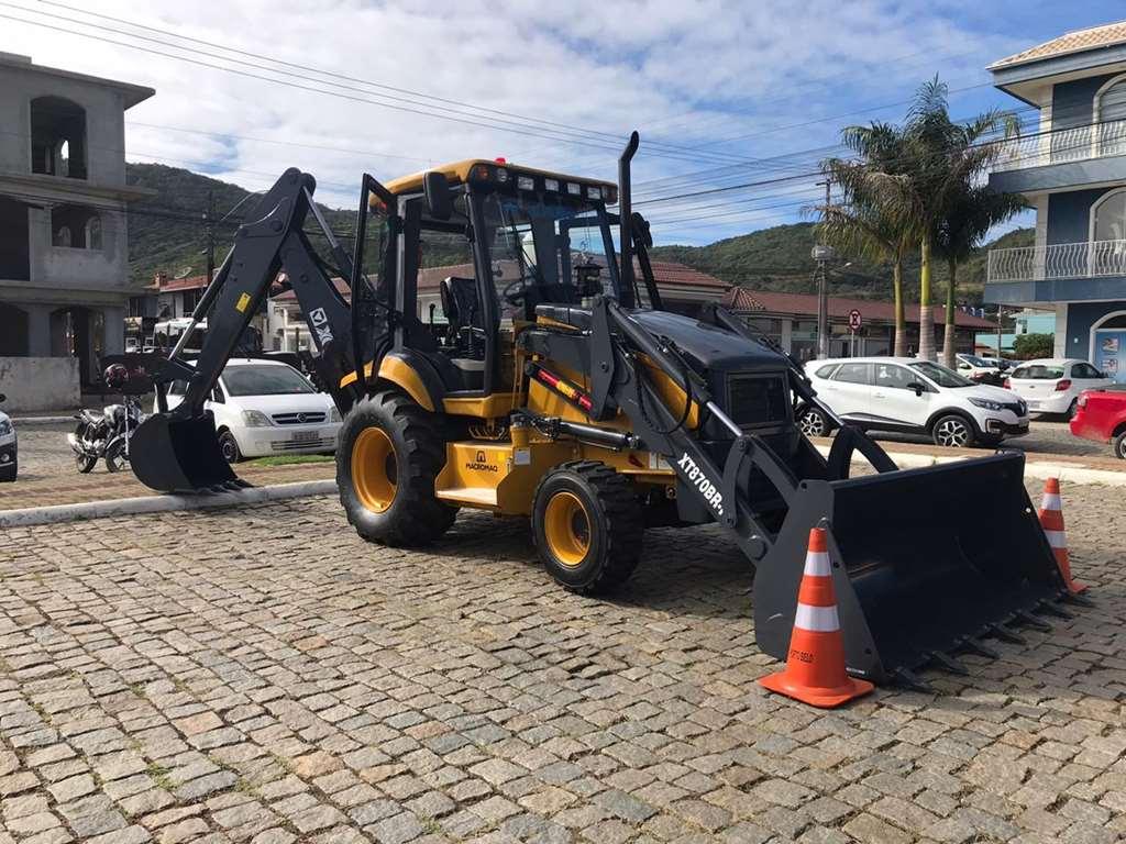 PORTO BELO - Porto Belo adquire retroescavadeira para a Secretaria de Agricultura