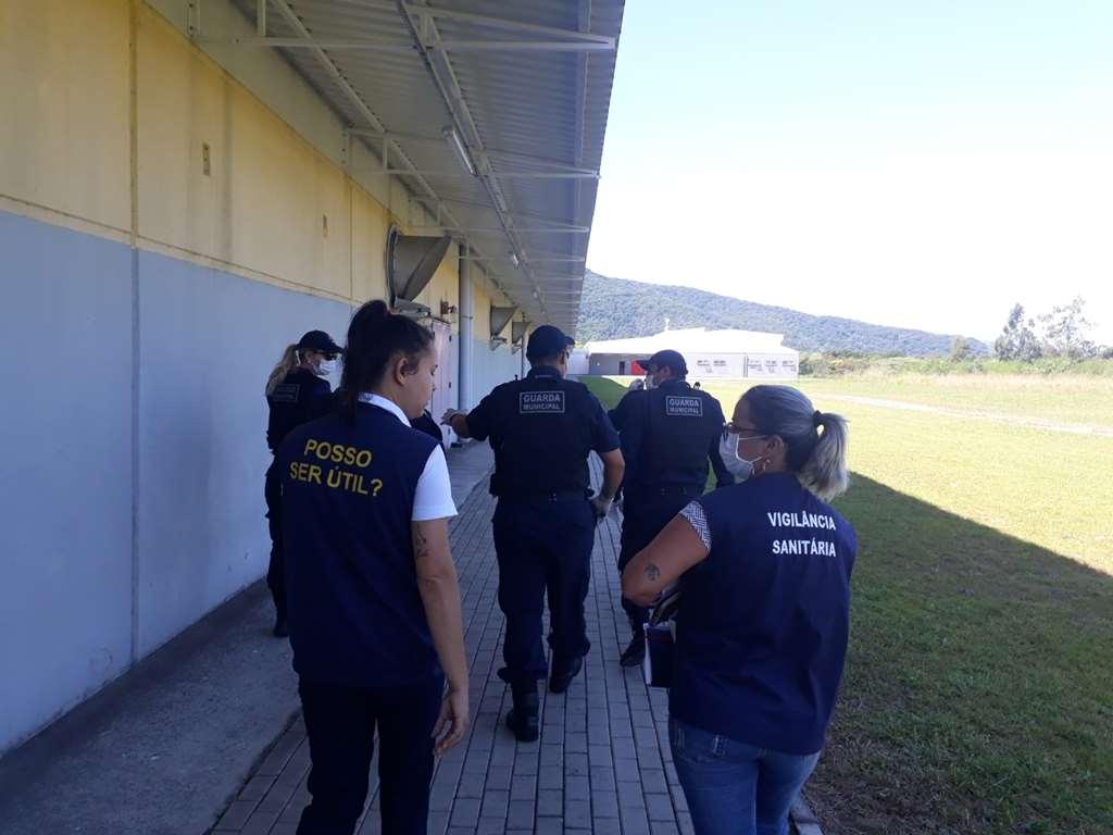 PORTO BELO - Vigilância Sanitária orienta comerciantes em Porto Belo