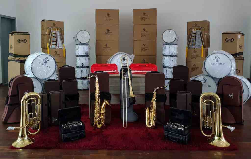 PORTO BELO - Porto Belo recebe instrumentos musicais para a criação de uma orquestra