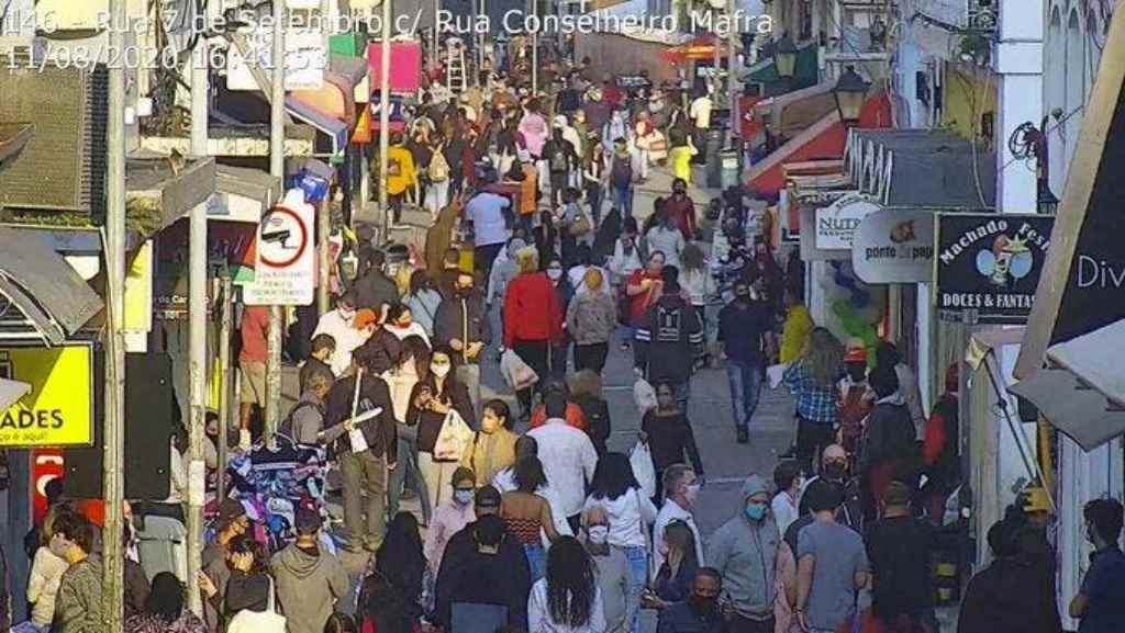 Monitoramento no Centro de Florianópolis flagra grande aglomeração em tempos de pandemia do coronavírus(Foto: Reprodução)