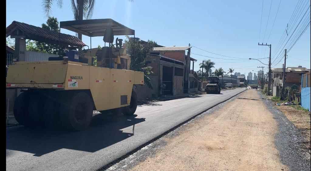 Seguem as obras de pavimentação asfáltica no Bairro Morretes