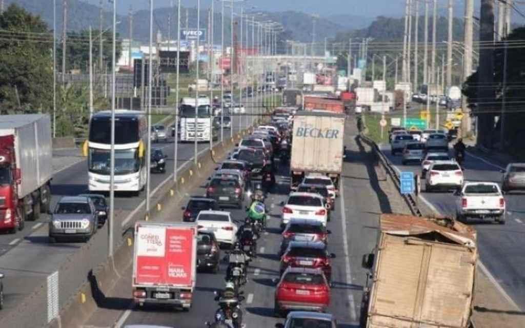 Saiba quais dias e horários devem ter maior movimento nas rodovias de SC (Foto: Luís Carlos Souza/Arquivo DC)