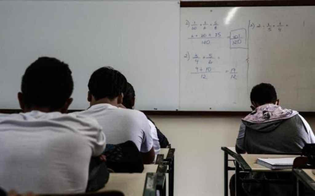 Escolas particulares vão precisar de autorização das prefeituras para retomar aulas presenciais