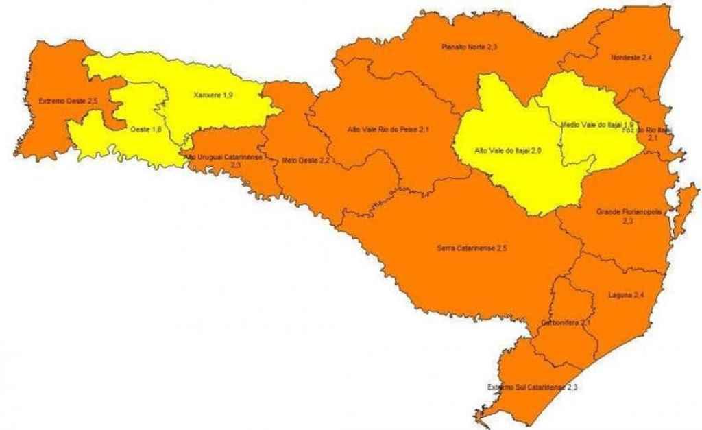 Mapa de risco para coronavírus divulgado nesta quinta-feira (15) pelo governo catarinense(Foto: Secretaria de Estado de Saúde, Divulgação)