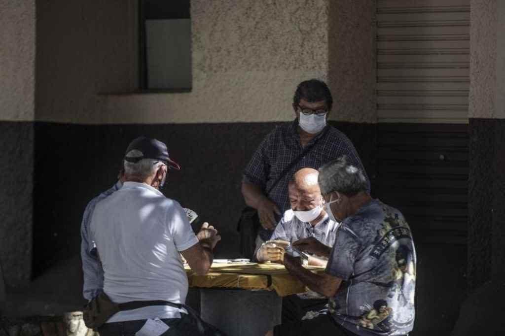 SC se aproxima de 16 mil casos ativos de coronavírus e registra o número mais crítico da pandemia