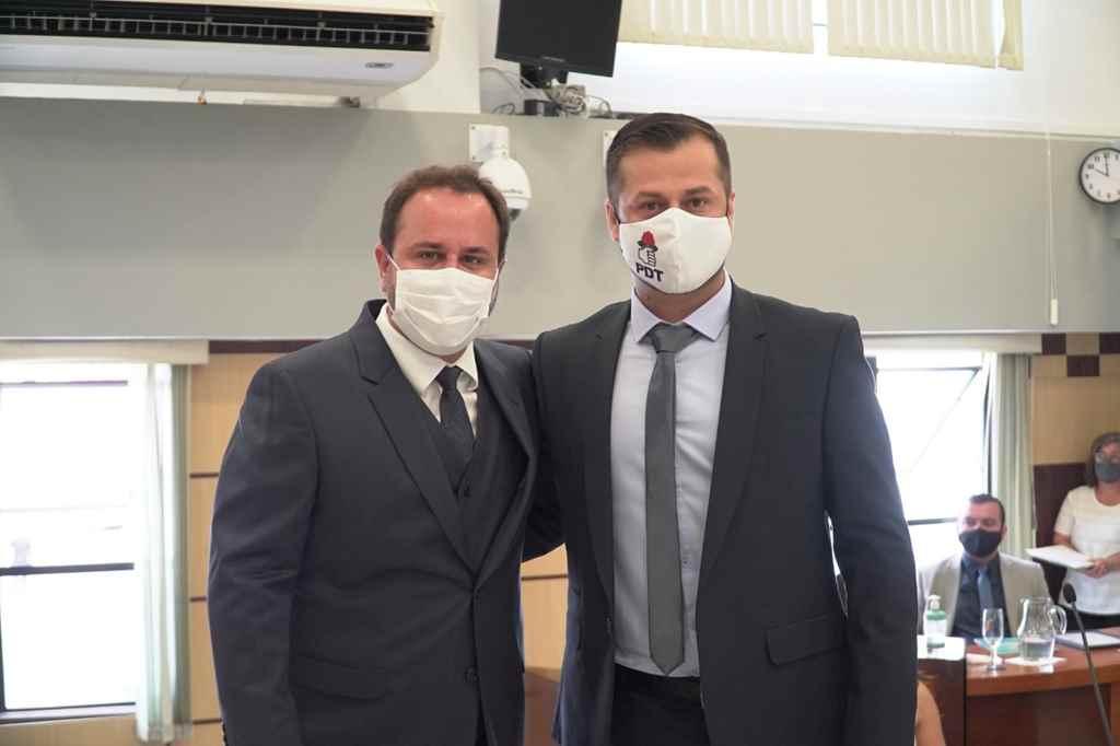 BOMBINHAS - O Prefeito Paulino e o Vice-Prefeito Alexandre da Silva, foram empossados oficialmente como gestores de Bombinhas - Foto: Manoel Caetano