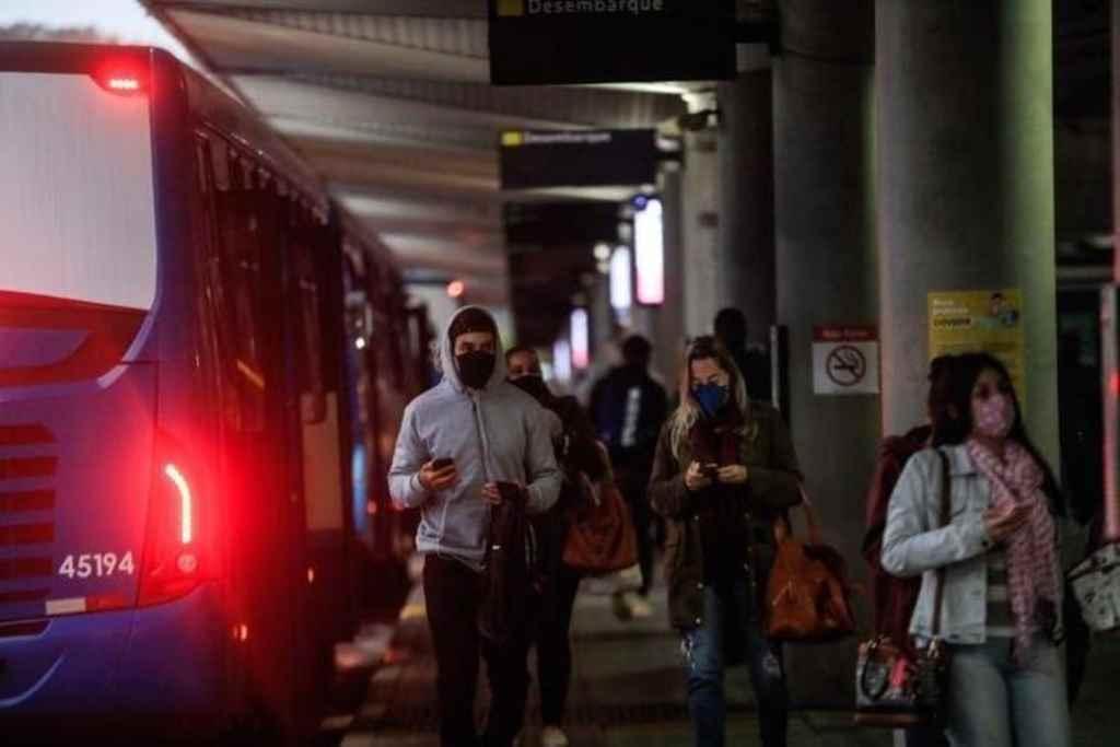 Movimento no Terminal de Integração do Centro (Ticen), em Florianópolis(Foto: DIorgenes Pandini, NSC)