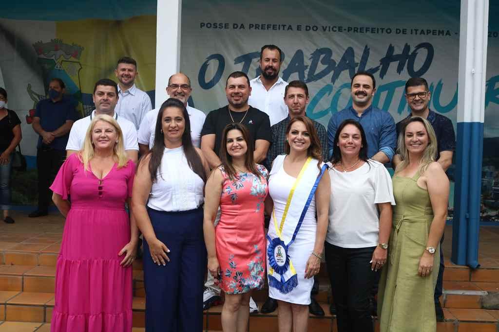 Prefeita Nilza Simas e o vice-prefeito Dr. João Luis Emmel tomam posse em Itapema