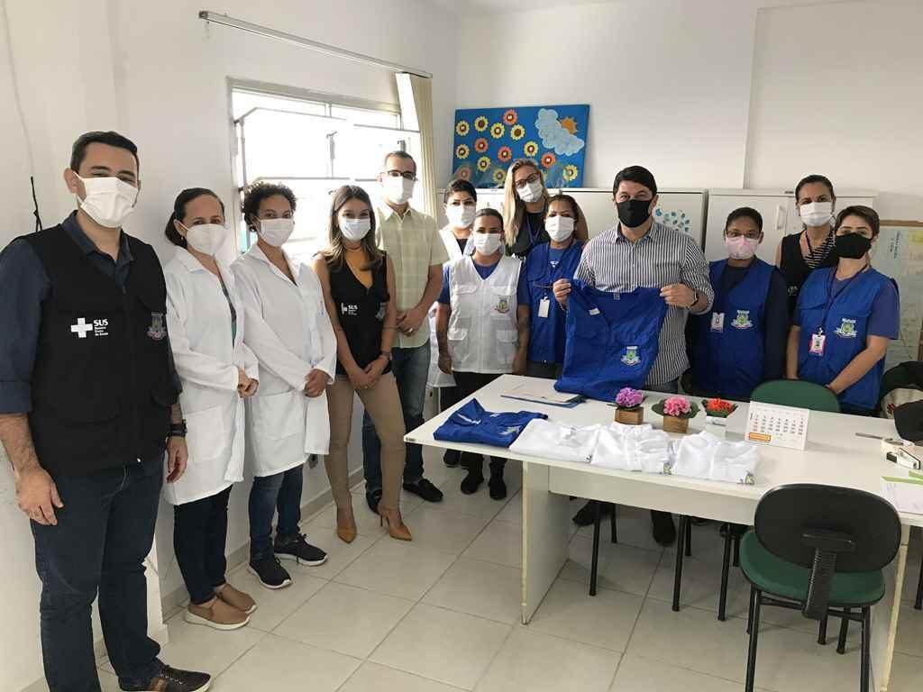 PORTO BELO – Porto Belo entrega novos uniformes a profissionais de saúde