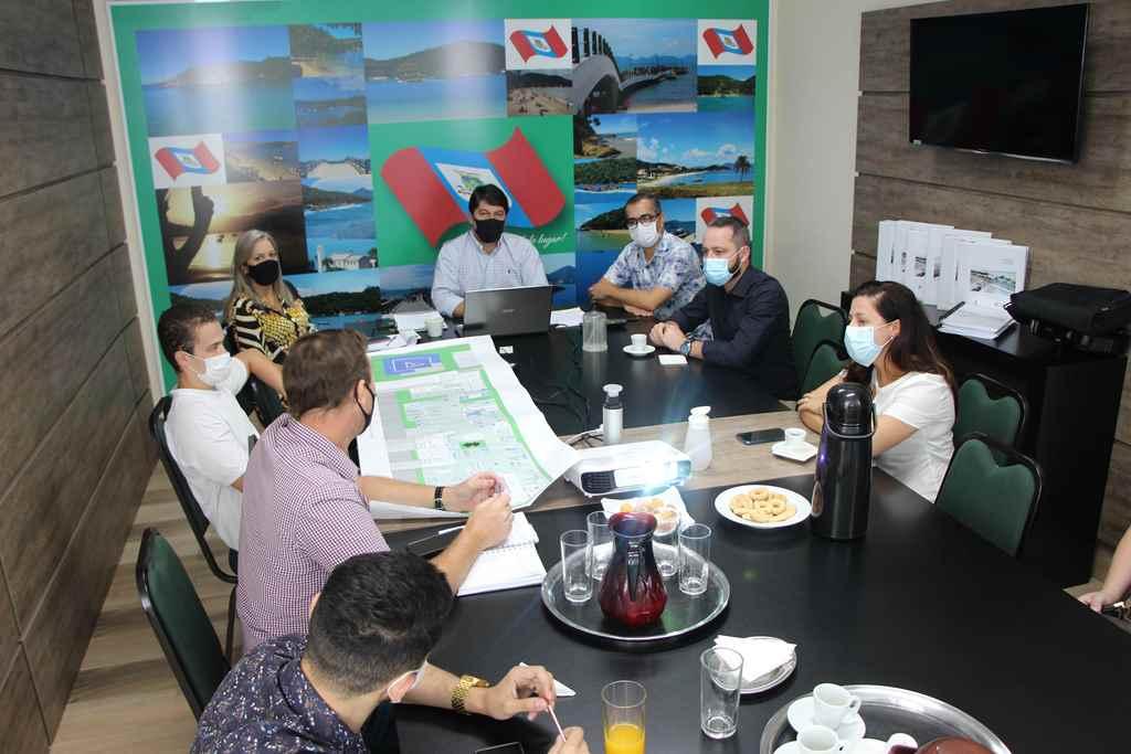 PORTO BELO - Prefeito de Itapoá visita Porto Belo para conhecer Leis e Projetos