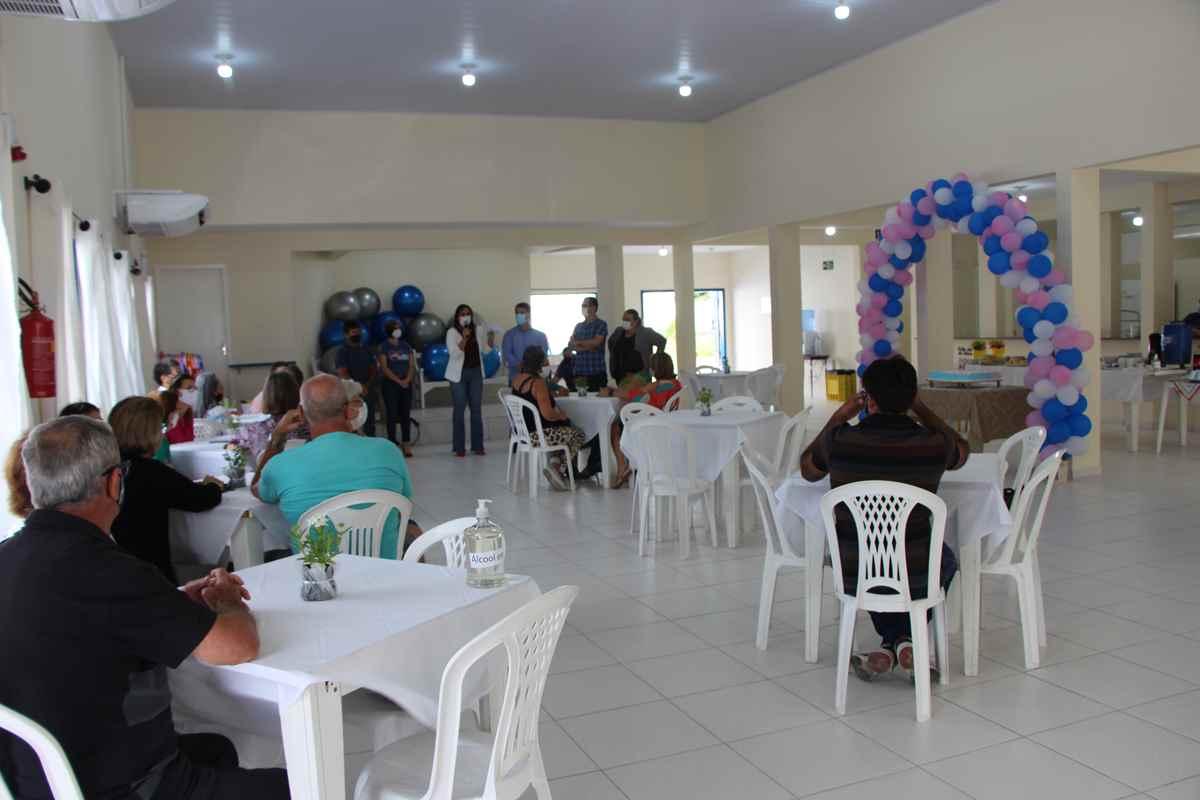 PORTO BELO - Porto Belo realiza encontro com idosos