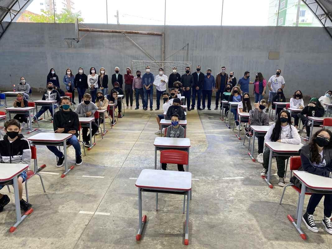 PORTO BELO - Quadra de Esportes da Escola Olinda Peixoto será reformada
