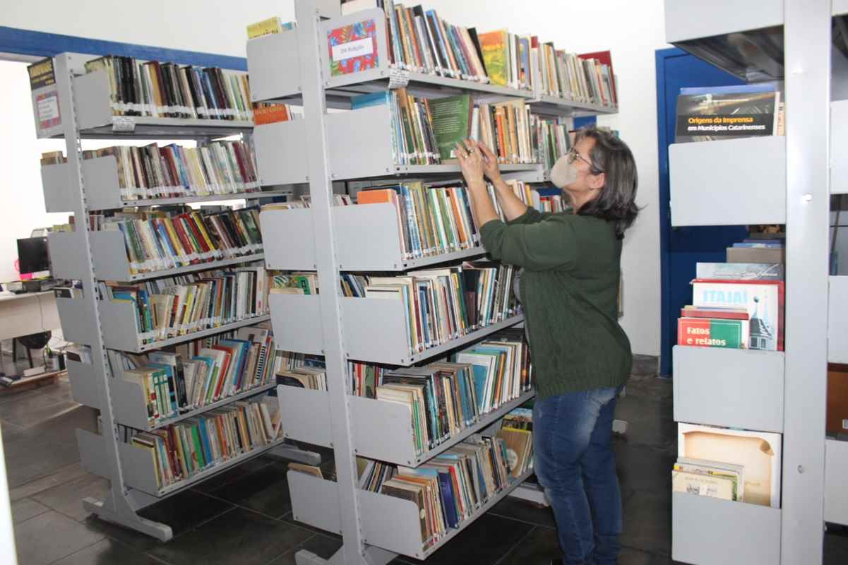 Biblioteca Municipal tem grande acervo para os apaixonados pela leitura