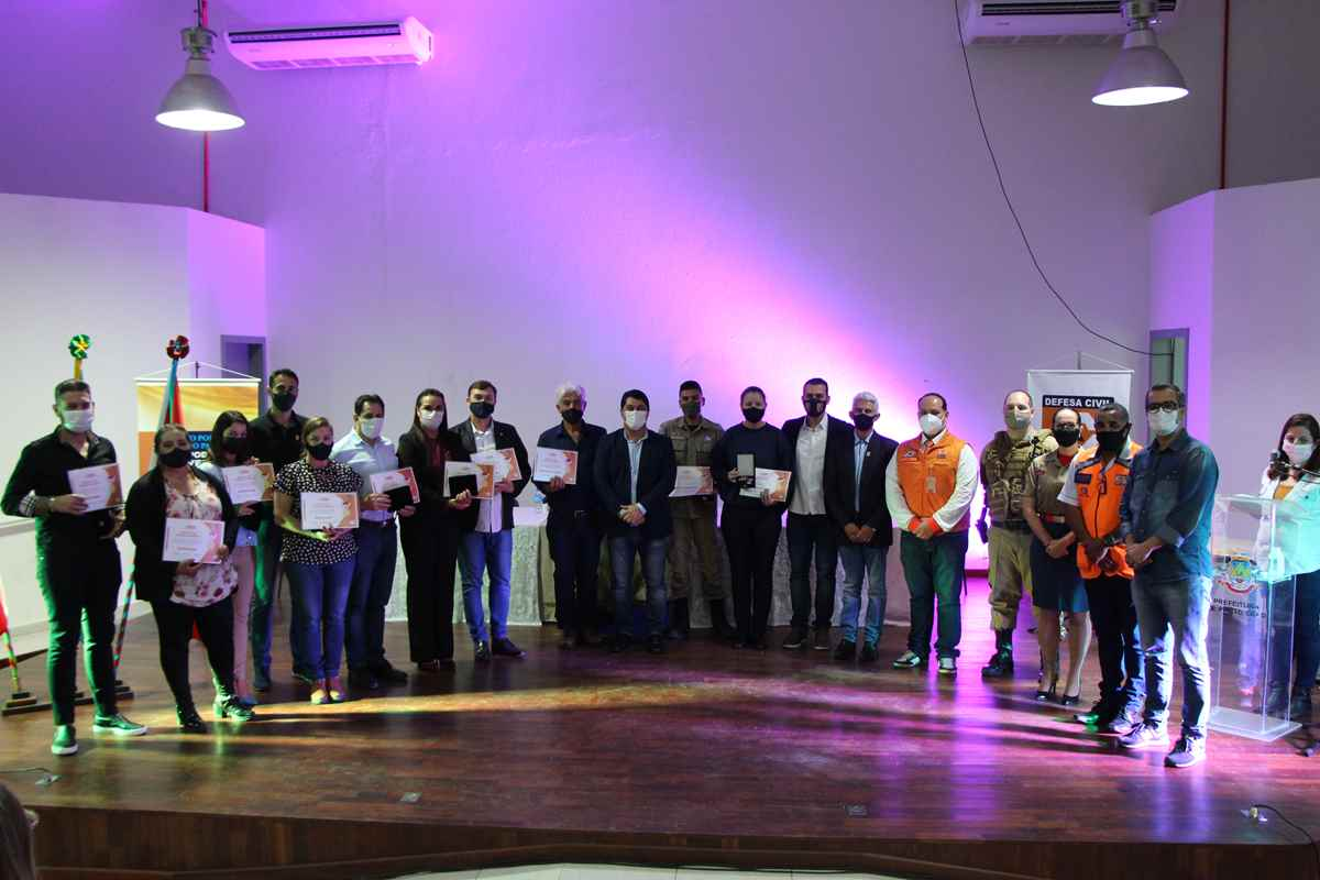 PORTO BELO - Defesa Civil de Porto Belo presta homenagens à colaboradores que atuaram durante a pandemia