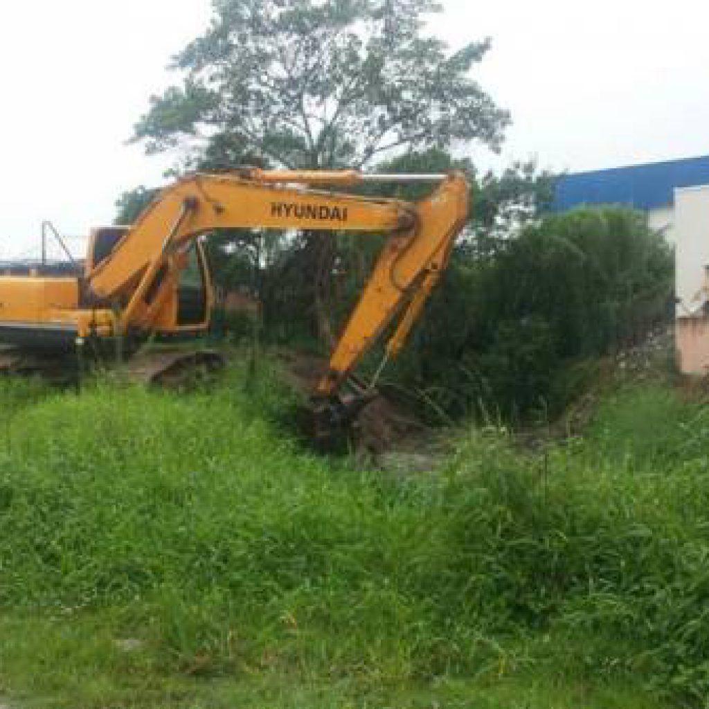 BOMBINHAS – Prefeitura intensifica manutenção de vias