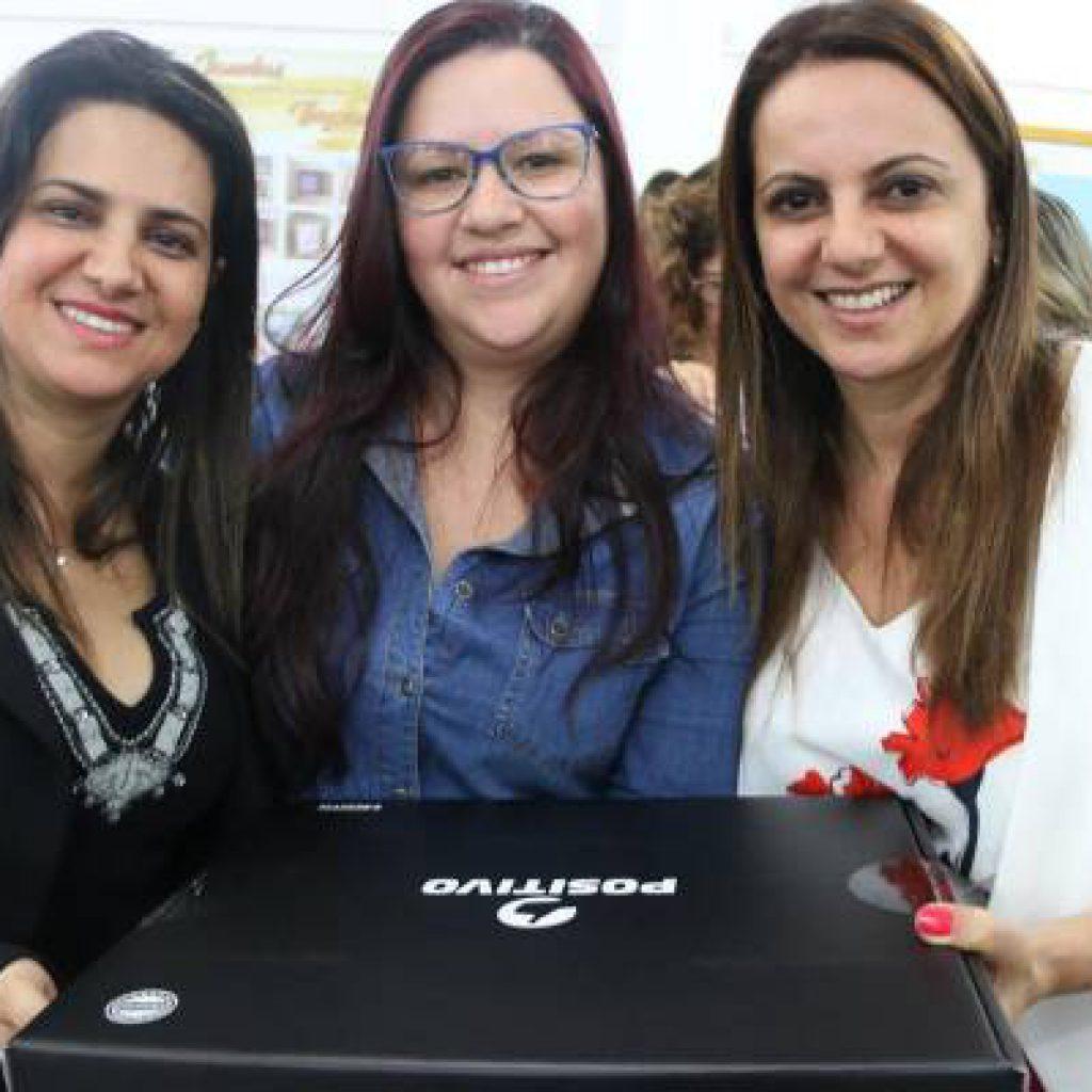 Professores da Rede Municipal de Ensino ganham notebook em Itapema